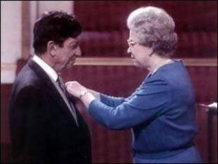 Prof. David Samuel and Queen Elizabeth II. Rare honor