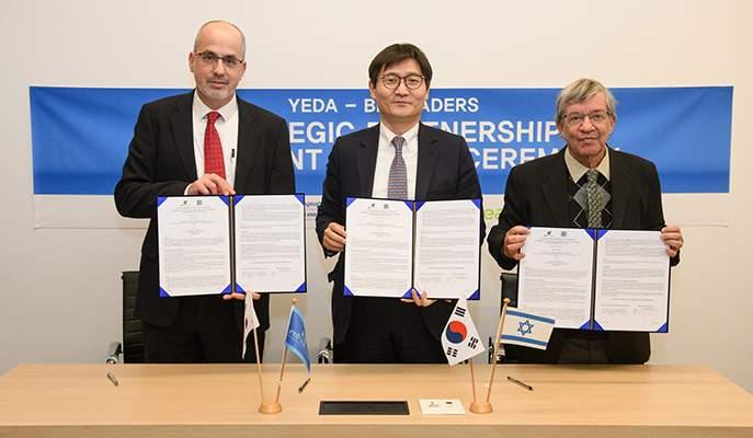 Korea-Israel signing ceremony